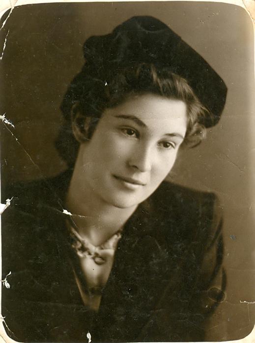 Лариса, будущая жена В. Берестова