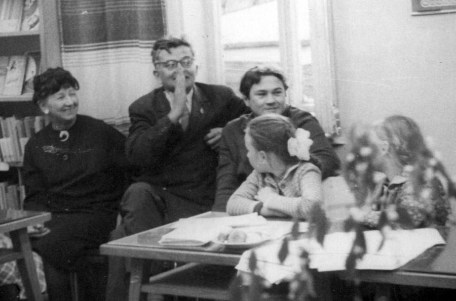 С Риной Зеленой и Геннадием Снигиревым. 1967