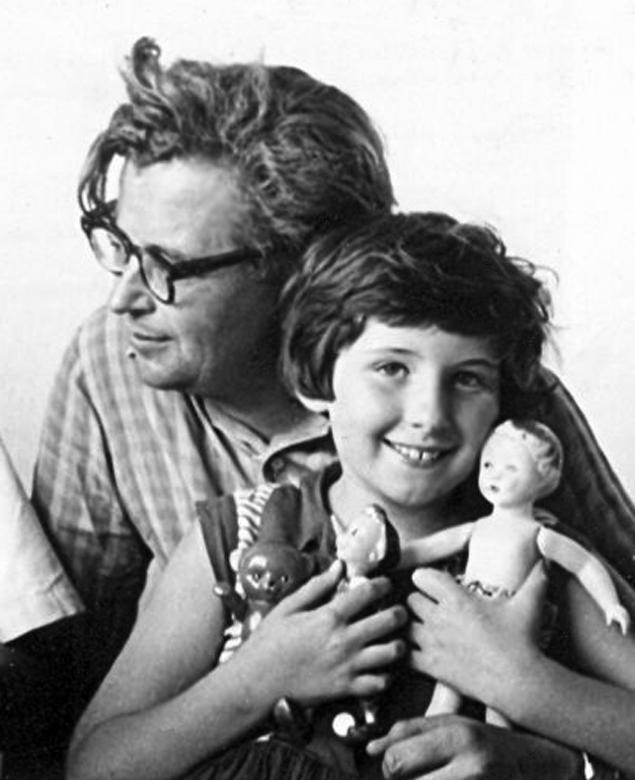 Отец и дочь. Ялта. 1962
